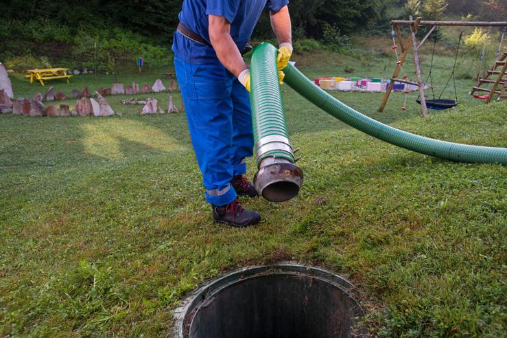 Assainissement : quand faut-il procéder à une vidange de fosse septique ?