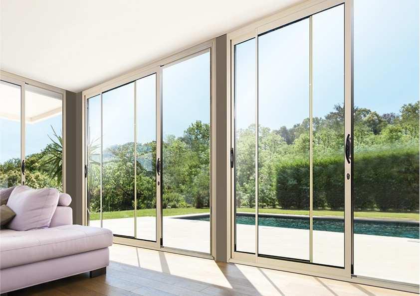 Fenêtre ou porte-fenêtre et baie vitrée : comment apporter un peu plus de luminosité dans votre pièce à vivre ?